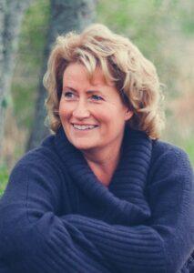 gneta Nyholm är författare och grundare av Sofiainstitutet och har varit yrkesverksam i personlig utveckling i över 30 år. Hon har drivit ledarskapsutbildningar för kvinnor sedan 2009. Agneta forskar på kvinnohistoria och har skrivit böcker i ämnet. Hon är historisk futurist som även jobbar med framtidsfrågor på samhällsnivå. Agneta utbildar både män och kvinnor i självledarskap. Vill du se hennes utbildning för män klicka här: